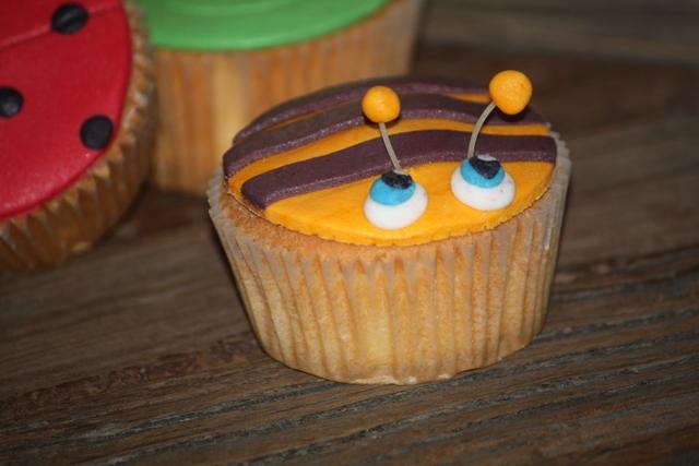 Cupcake_b_dieren_bij_met_strepen.jpg
