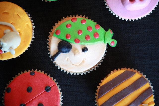 Cupcake_b_thema_piraat_ooglapje.jpg