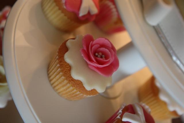 Cupcakes_opening_Redsigma_2.jpg