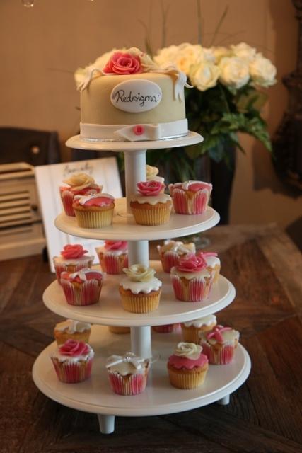 Cupcakes_opening_Redsigma_5.jpg