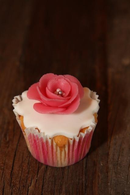 Cupcakes_opening_Redsigma_7.jpg
