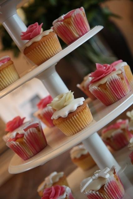 Cupcakes_opening_Redsigma_8.jpg